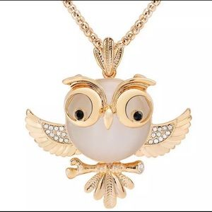 Jewelry - Super cute Owl gold tone long chain crystal wings
